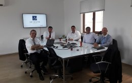 SKYMARK Welcomed Guets From Deharde - German
